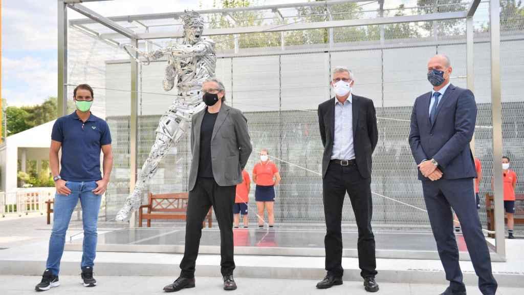 La estatua dedicada a Rafa Nadal en Roland Garros