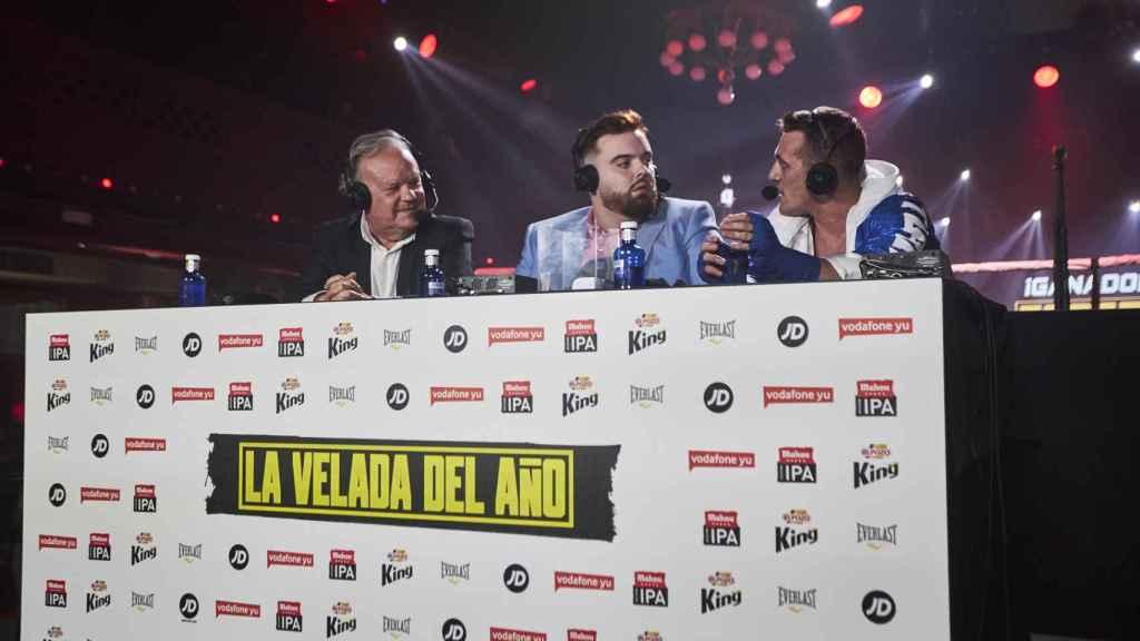 Jaime Ugarte (izquierda), Ibai Llanos (centro) y Torete (derecha), en la mesa de comentaristas