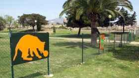 Parque canino cercano a la Playa Punta del Riu, El Campello (Alicante).