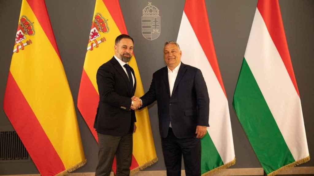 El líder de Vox, Santiago Abascal, y el primer ministro de Hungría, Viktor Orbán, este jueves en Budapest.