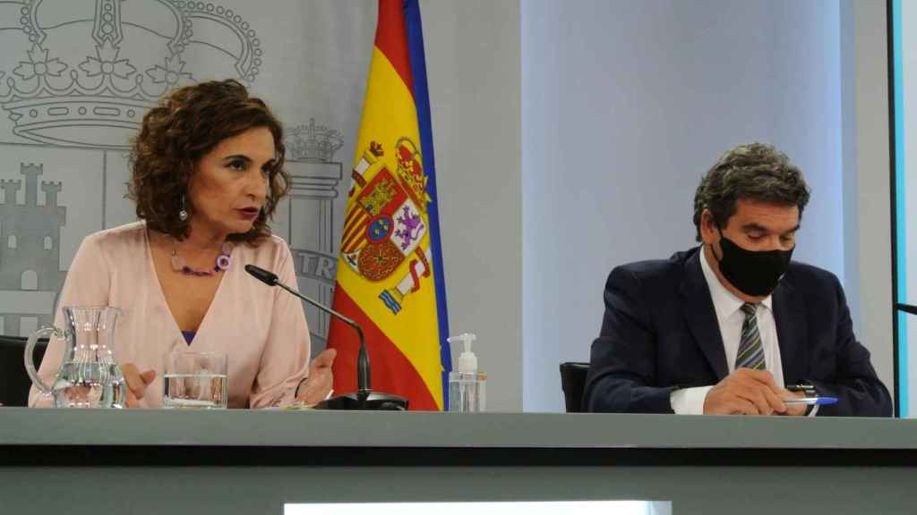 La ministra María Jesús Montero, en la sala de prensa de Moncloa.
