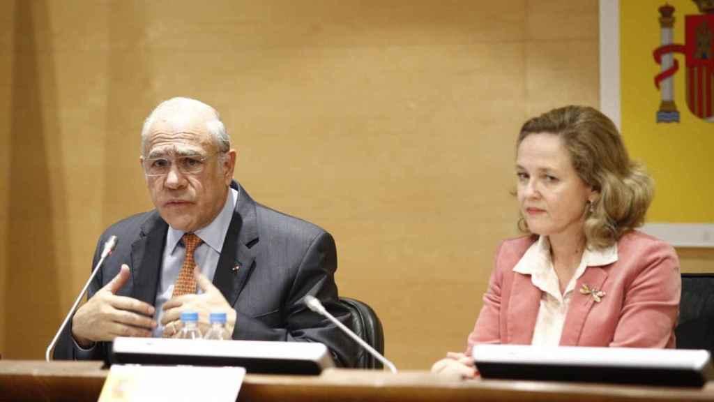 El secretario general de la OCDE, Ángel Gurría, y la vicepresidenta económica, Nadia Calviño.