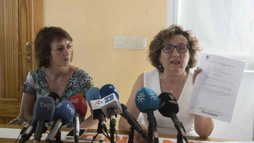 Juana Rivas junto a su asesora jurídica, Francisca Granados, el pasado martes 25 de julio.