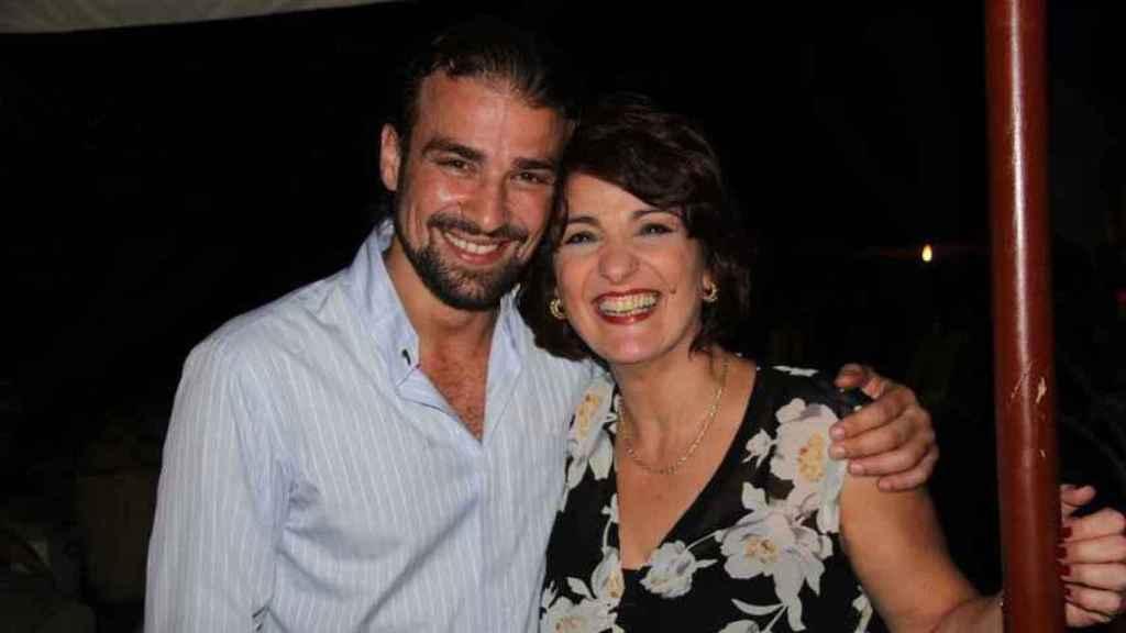 Mario Biondo junto a su madre Santina D'Alessandro.