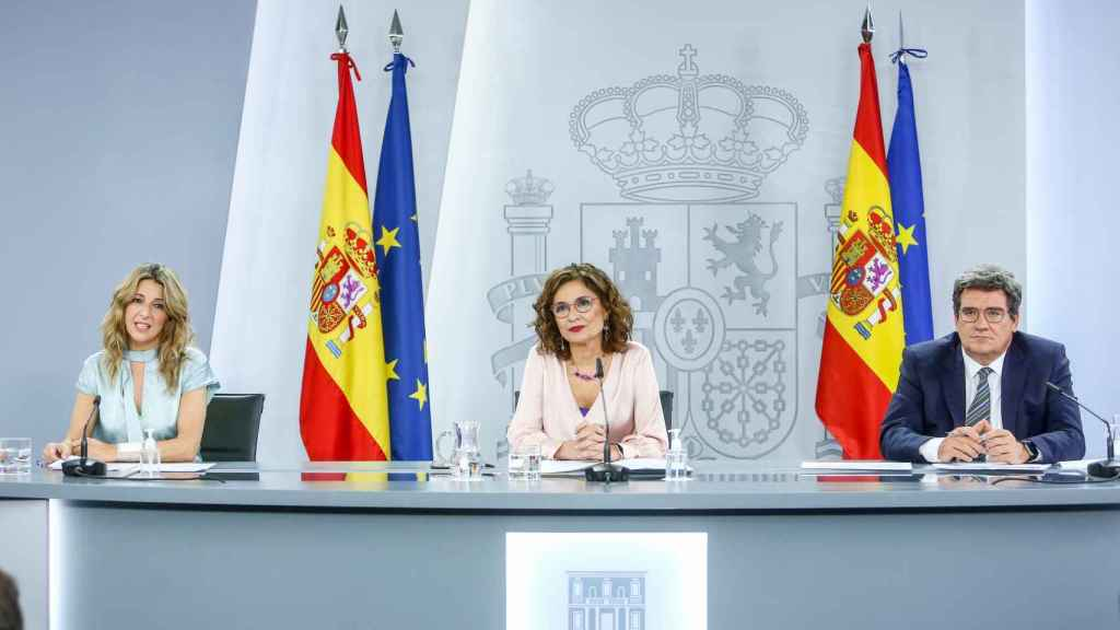 Yolanda Díaz, María Jesús Montero y José Luis Escrivá, en la rueda de prensa del Consejo de Ministros.