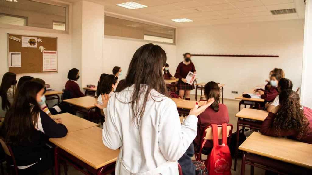 Sólo mujeres, rezar en la Iglesia y tutores para cada alumno: el método del mejor colegio de España según PISA