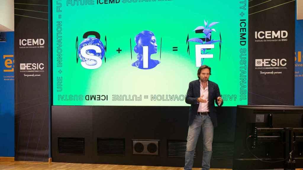 Enrique Benayas en la presentación del informe de ICEMD