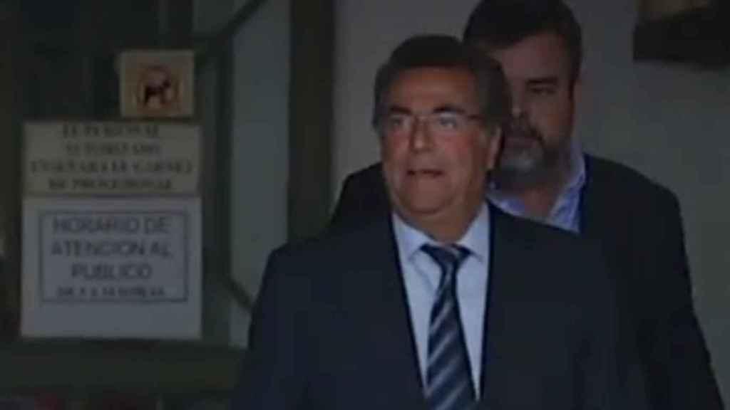 Enrique Ortiz a la salida de los juzgados de Alicante.
