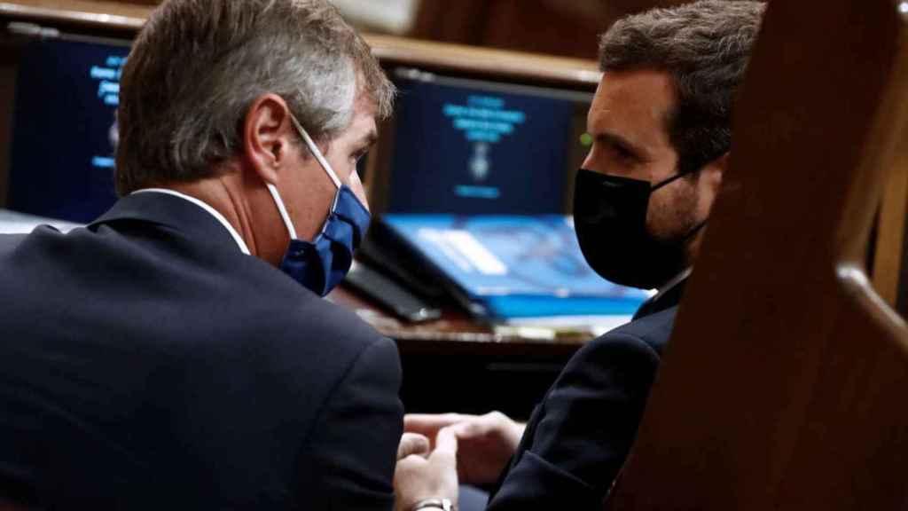González Terol con Casado, durante una sesión parlamentaria.