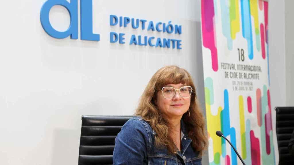 La directora recibe el premio Lucentum del Festival de Cine de Alicante.