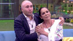 Isabel Pantoja y su relación tóxica con Telecinco: brillar en plató y sufrir en casa