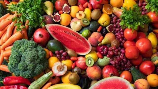 Una imagen de frutas y verduras.