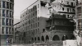 Efectos de un bombardeo sobre la Casa de las Flores.