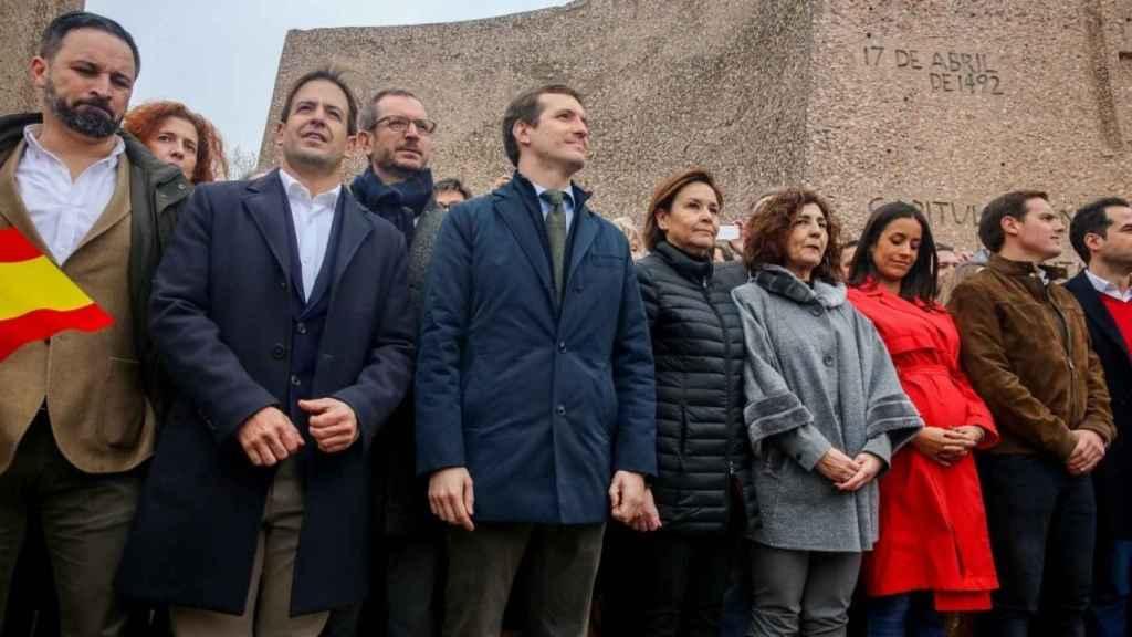 Pablo Casado y Santiago Abascal en la foto de Colón de febrero de 2019, donde estuvo también Albert Rivera.