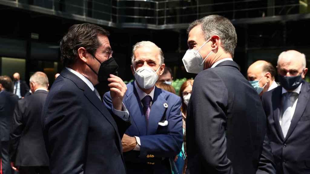 Antonio Garamendi (CEOE), conversa con Pedro Sánchez en la tarde en que se desencalló el acuerdo de los ERTE.