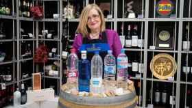 Las cinco aguas minerales de marca probadas por Carmen, directora de la Escuela Española de Cata.