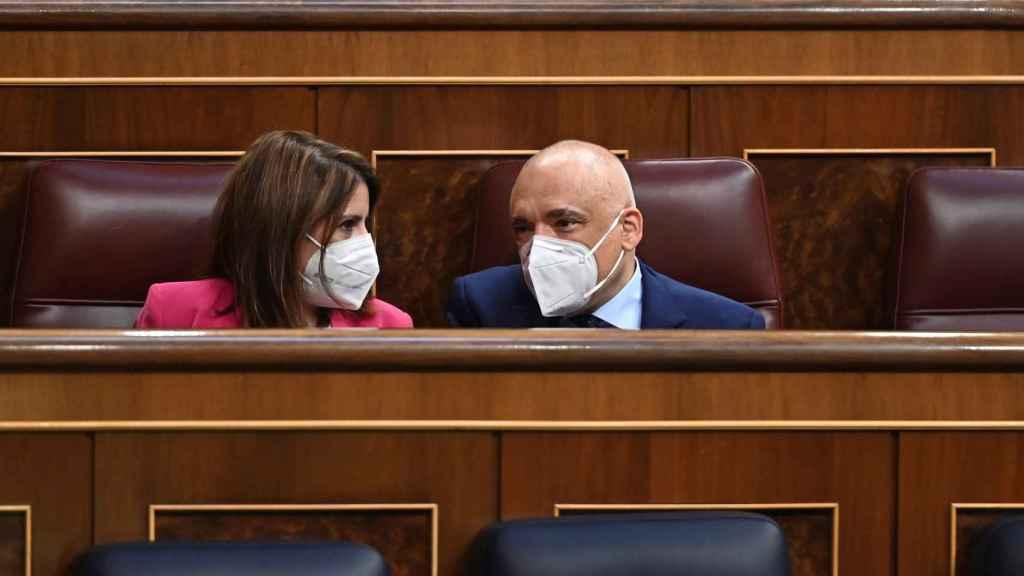La portavoz parlamentaria socialista, Adriana Lastra, y el portavoz adjunto, Rafael Simancas.