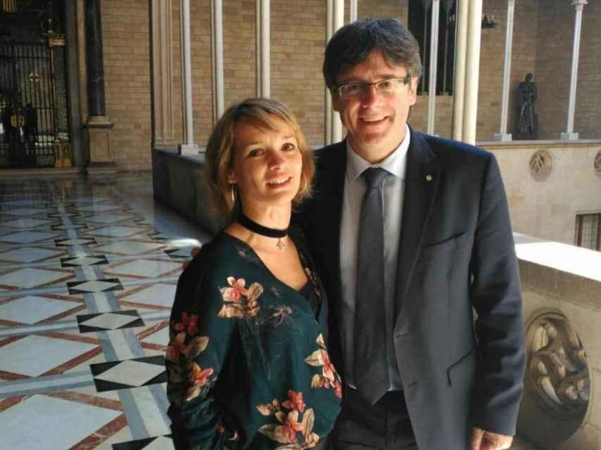 Eva junto a Puigdemont en una foto de archivo, en sus tiempos indepes