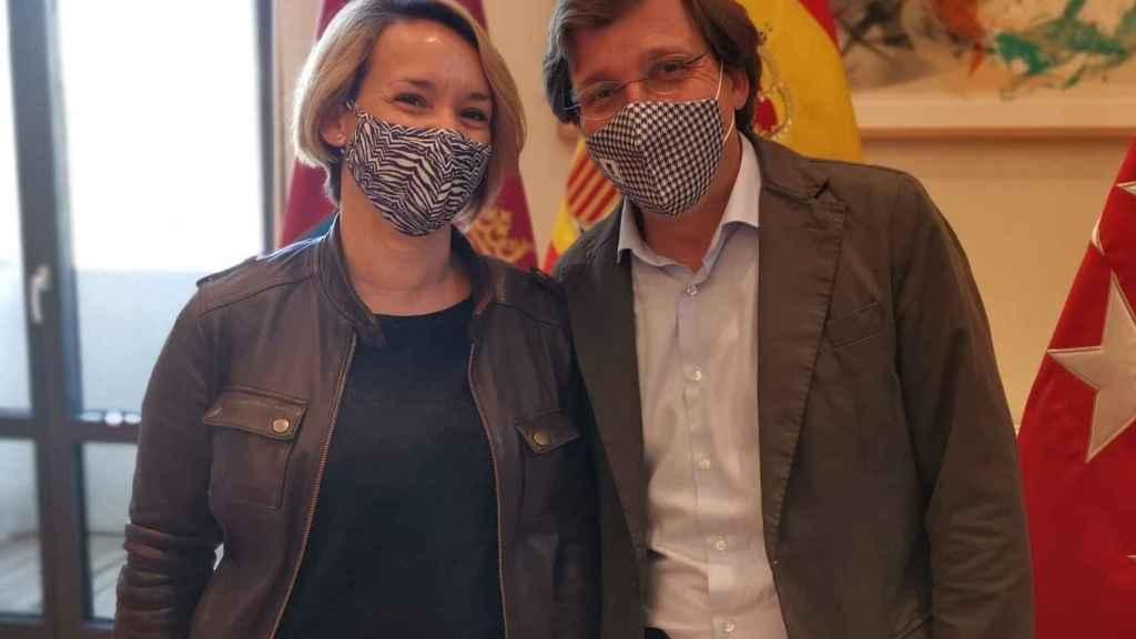 Eva, junto al alcalde de Madrid