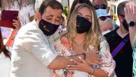 Rocío y David Flores durante el acto en memoria de su abuela, Rocío Jurado.