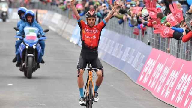Damiano Caruso celebra su victoria en la 20ª etapa del Giro de Italia 2021