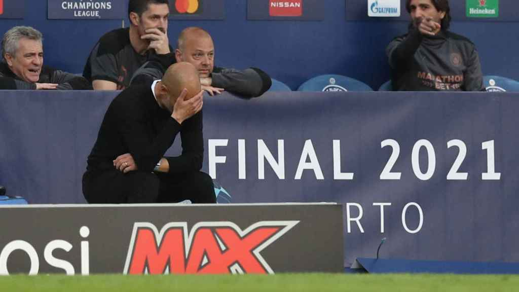 Guardiola, desesperado en el banquillo durante la final de Champions