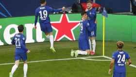 Los jugadores del Chelsea celebran el gol en el córner