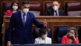 Pedro Sánchez, y detrás la bancada socialista.