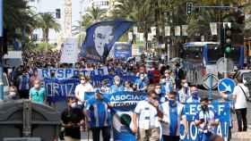 Los numerosos manifestantes herculanos han recorrido la principal avenida con soflamas contra Ortiz.