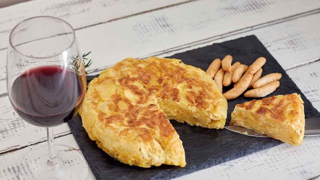 Tortilla y vino, el plan perfecto.
