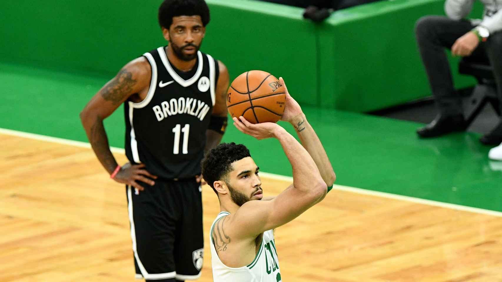 Kyrie Irving, jugando con los Brooklyn Nets frente a los Boston Celtics