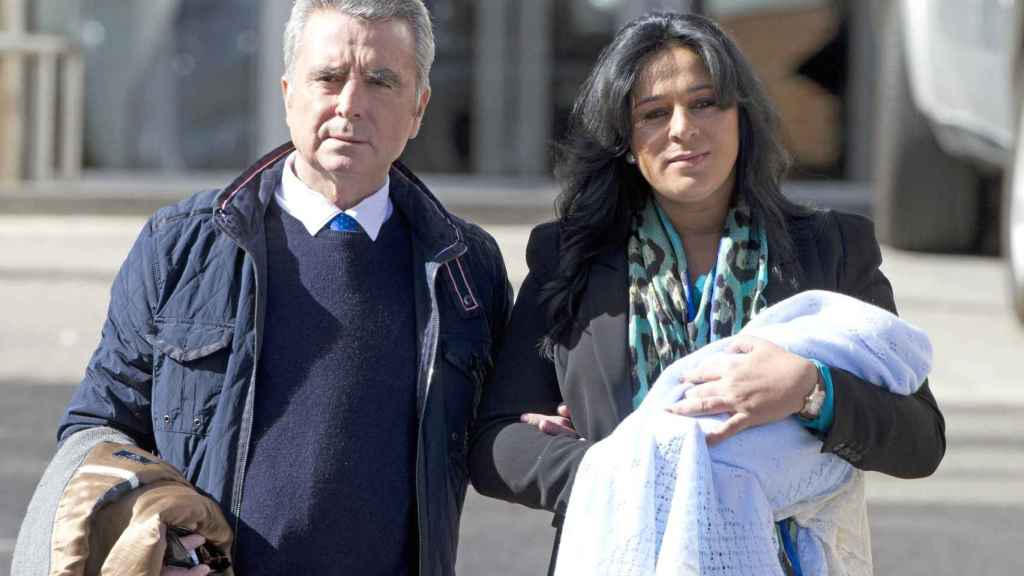 Ortega Cano y Ana María, a la salida de la Clínica Ruber.