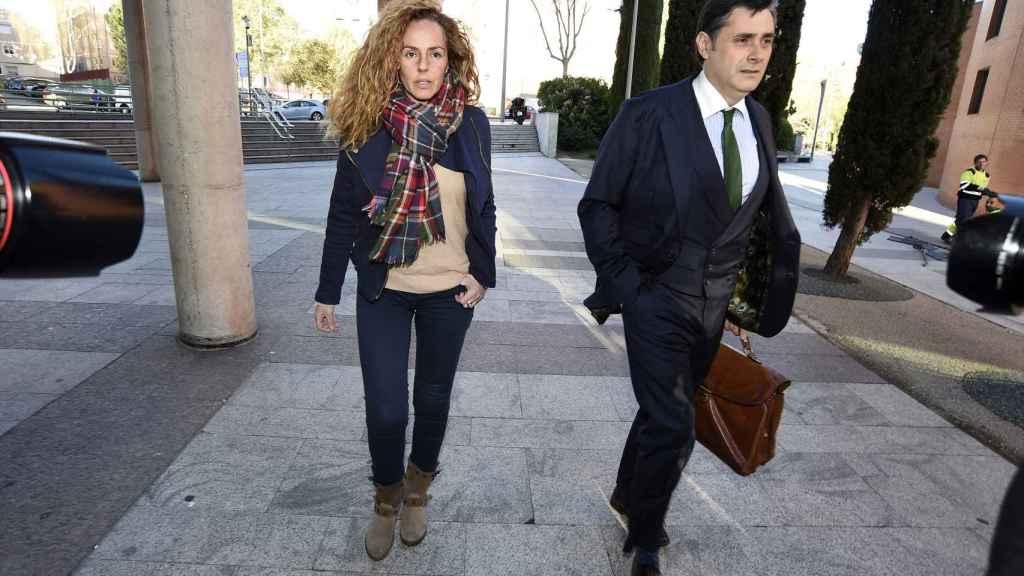 Rocío Carrasco, acudiendo a los juzgados en marzo de 2017 junto a su abogado.