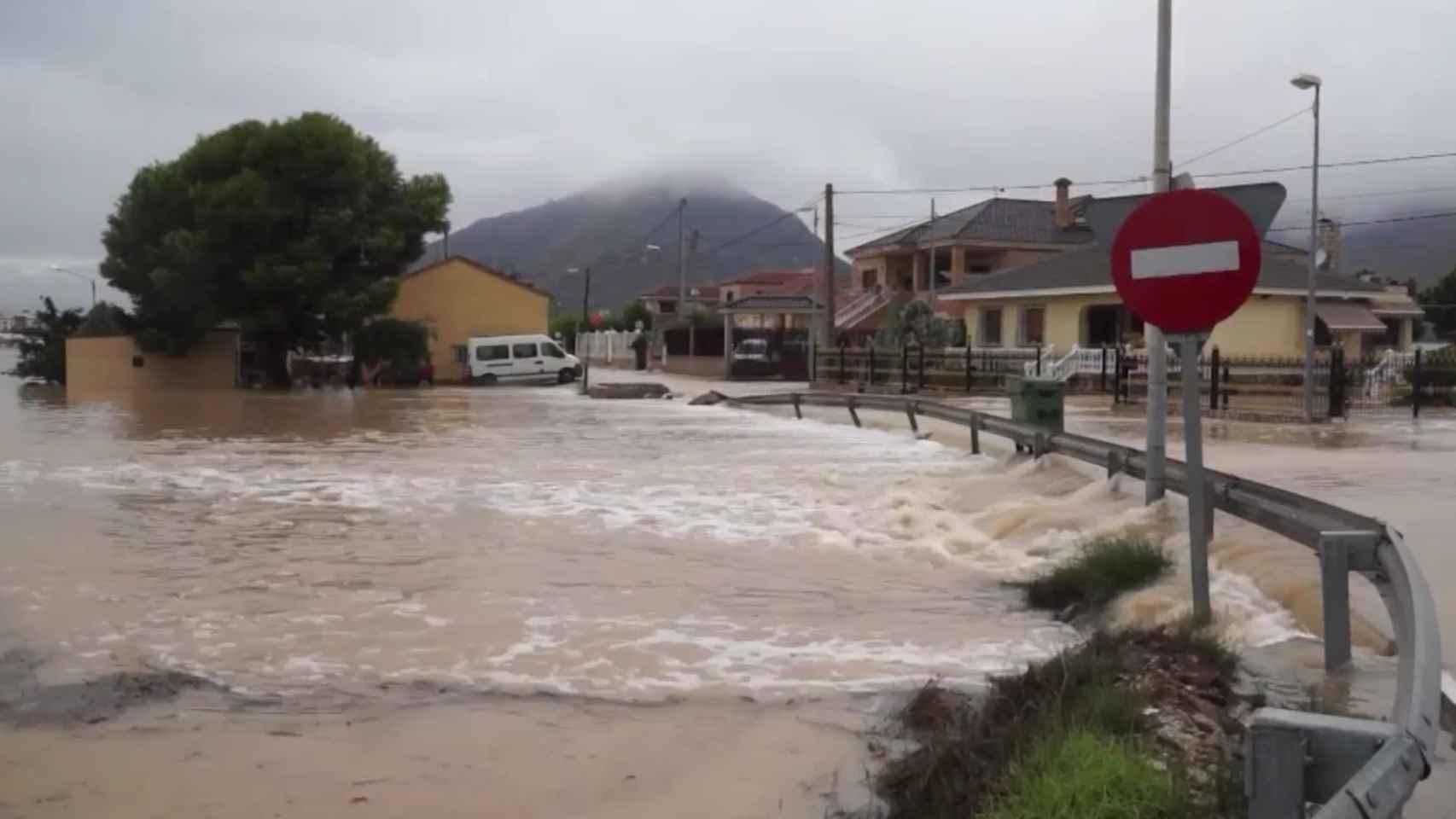 El río se desborda en Orihuela, durante la DANA de septiembre de 2019.