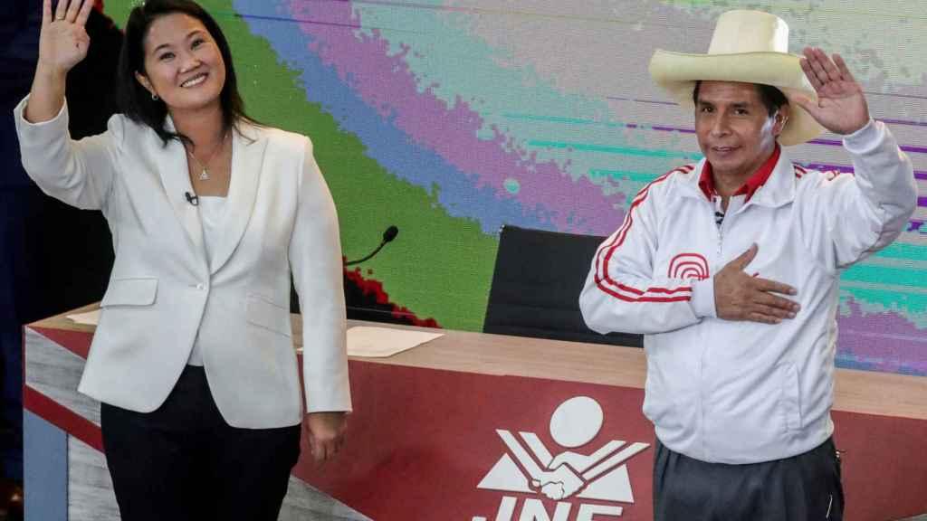 Keiko Fujimori (i), candidata conservadora. Y Pedro Castillo (d), candidato socialista.