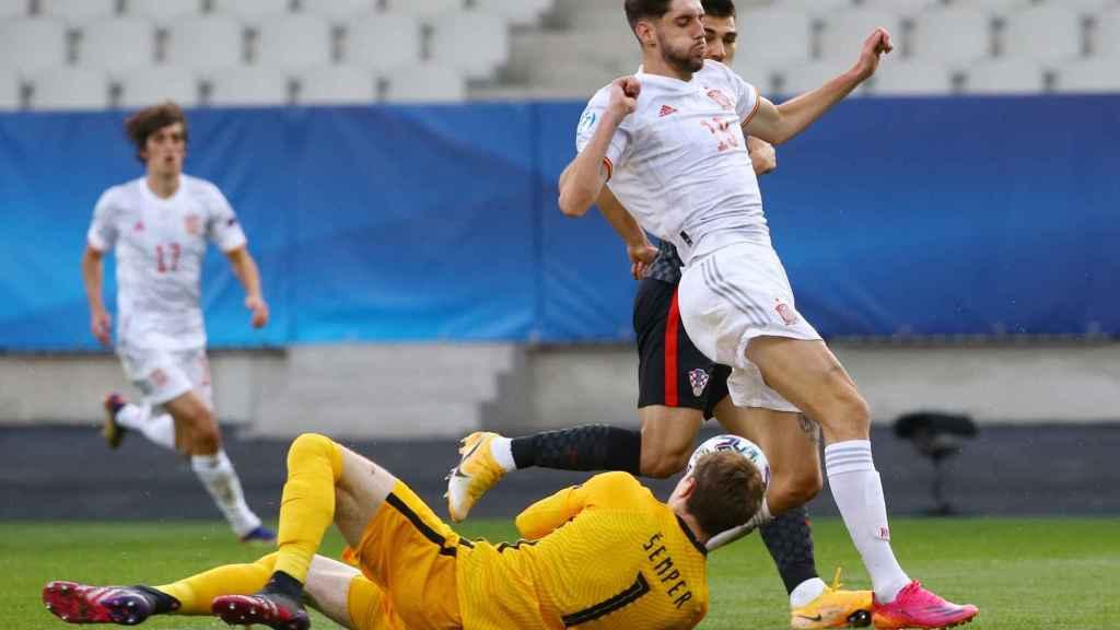 Fer Niño se lamenta tras fallar una ocasión ante Croacia en los cuartos de final del Europeo sub21 de 2021
