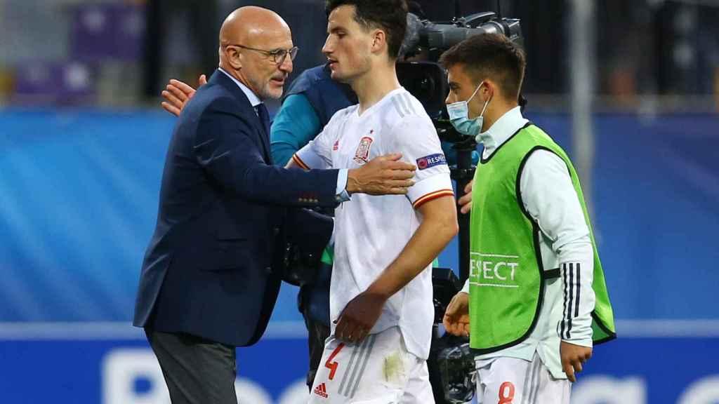 Luis de la Fuente, junto a Hugo Guillamón durante el España - Croacia del Europeo sub21