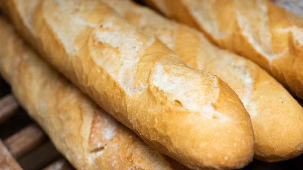 Unas barras de pan blanco.