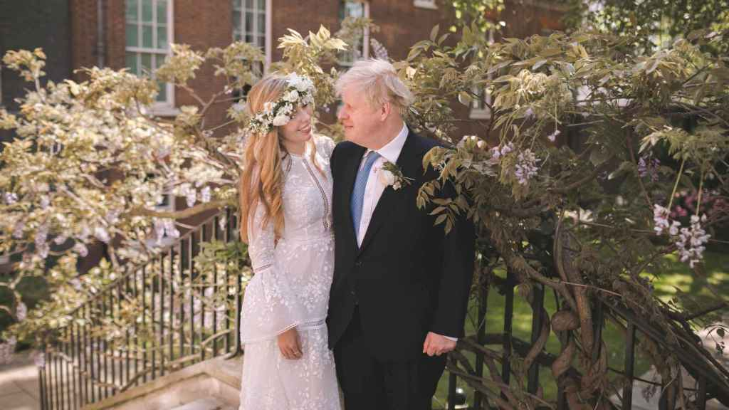 Carrie Symonds y Boris Johnson, en el día de su boda.