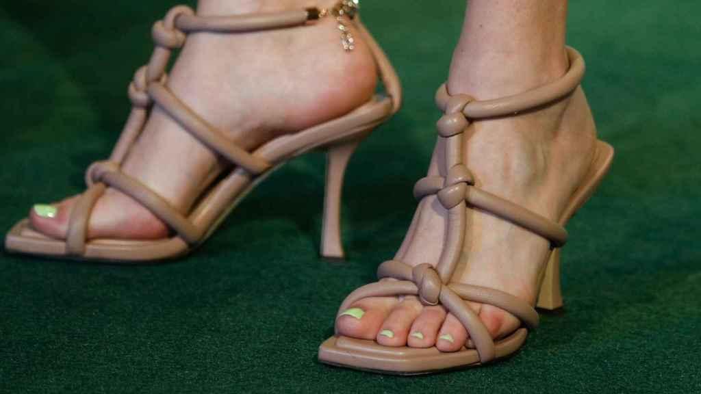 Sandalias de Blanca Suárez en un photocall.