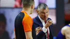 Jasikevicius protesta una decisión a los árbitros en la final de la Euroliga