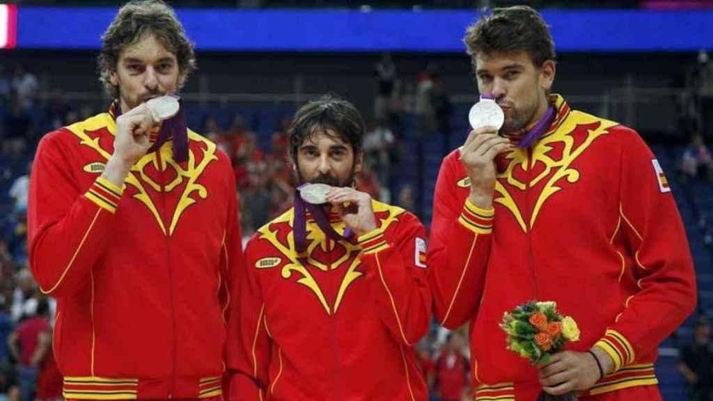 Pau Gasol, Juan Carlos Navarro y Marc Gasol, con la medalla de plata de Londres 2012
