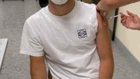 Marco Asensio, recibiendo su dosis de vacuna contra la Covid-19