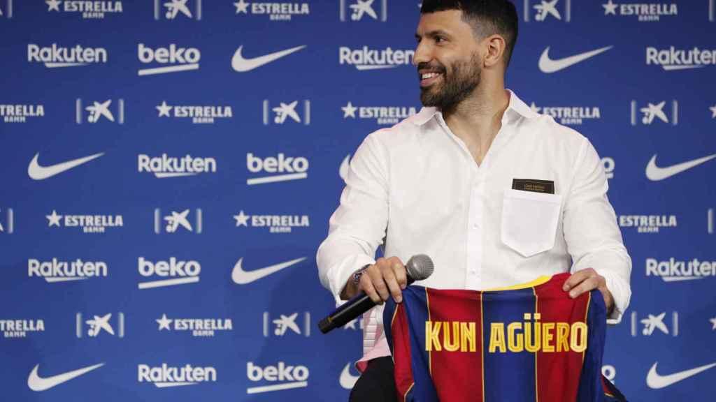 Presentación del 'Kun' Agüero como nuevo futbolista del Barcelona