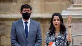 La presidenta de Cs, Inés Arrimadas, junto a Juan Marín, en el Parlamento andaluz.