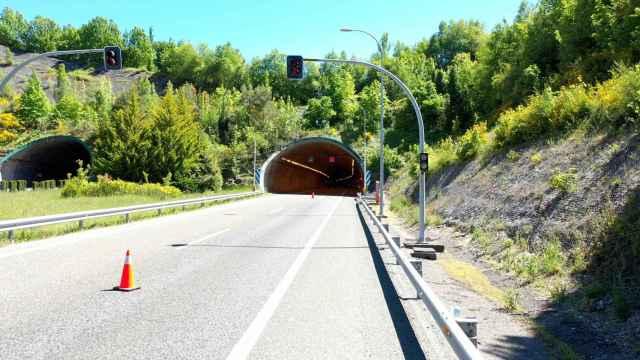 Entrada del túnel de Cereixal, en Lugo.