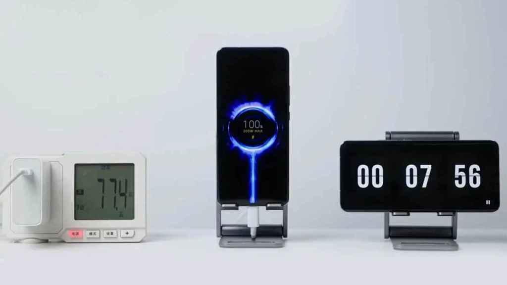 Móvil de Xiaomi cargándose a 200W.