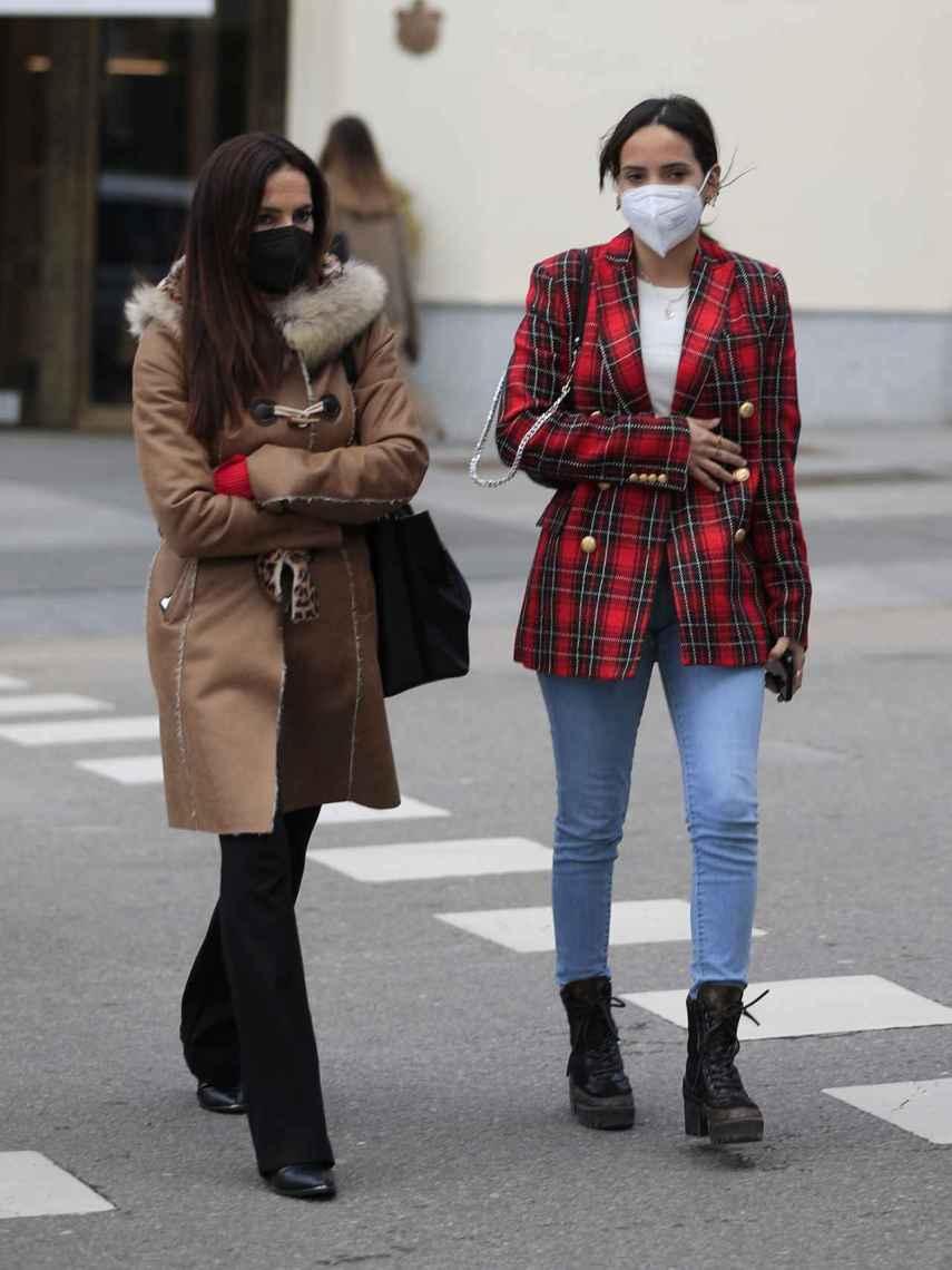 Gloria Camila junto a Olga Moreno, en Madrid, el pasado febrero.