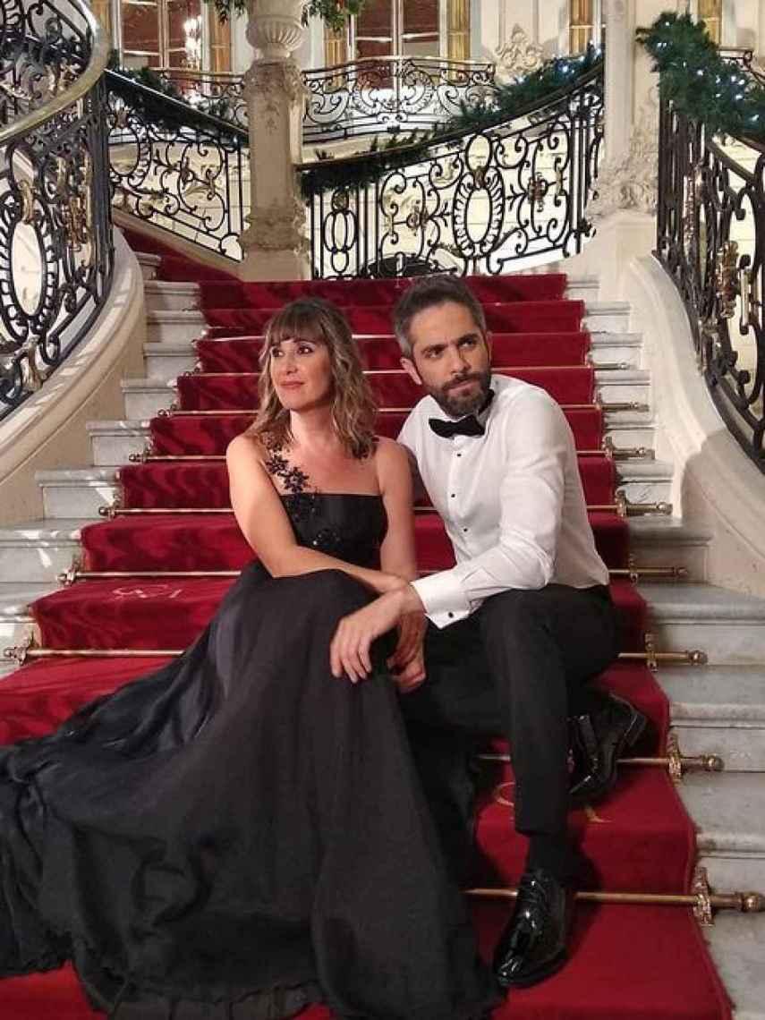 Sandra Daviú junto a su compañero Roberto Leal, en un especial de Navidad.