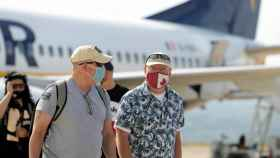 Turistas en el aeropuerto de Castellón.